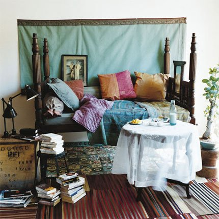 Boho bedroom ideas modern diy art designs for Bohemian style daybed